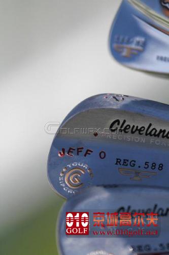 【图片秀】杰夫-奥夫顿 装备新款Cleveland铁杆组&挖起杆