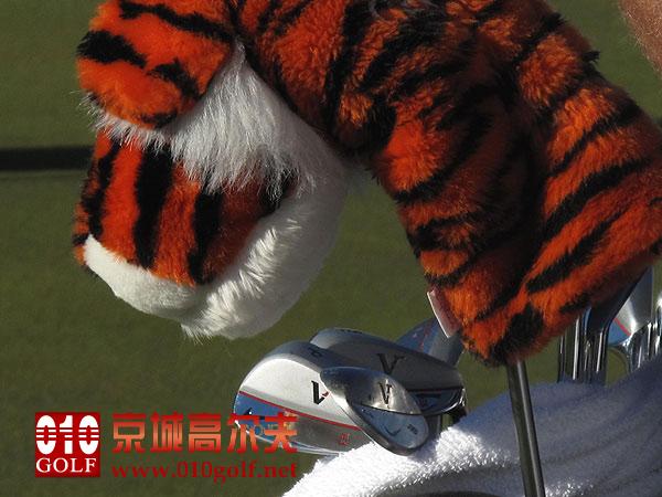 明星装备:伍兹Tiger Woods在大师赛上使用的Nike VR系列